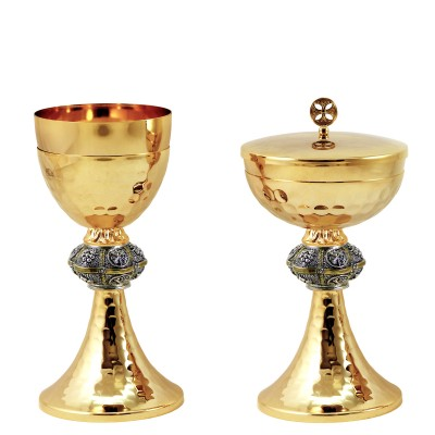"CHALICE & CIBORIUM WITH ""GRAPES AND PAX"" DESIGN C115-C116"
