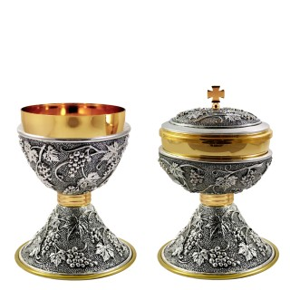 "CHALICE AND CIBORIUM WITH ""GRAPES"" DESIGN (Mod. C130-C131)"